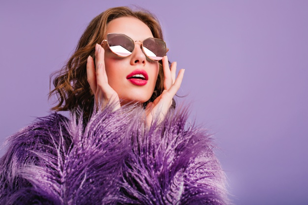 close-up-photo-inspired-trendy-lady-sparkle-glasses-looking-up-with-mouth-open_197531-7099