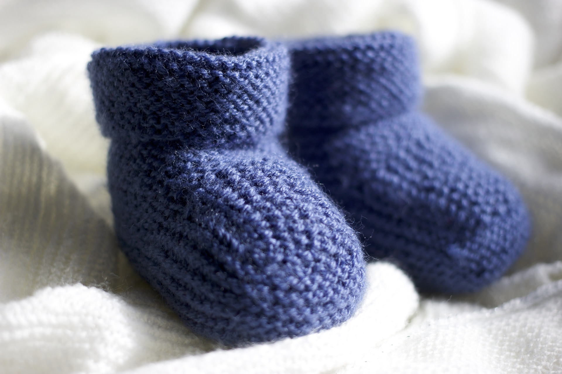 slippers-2386474_1920
