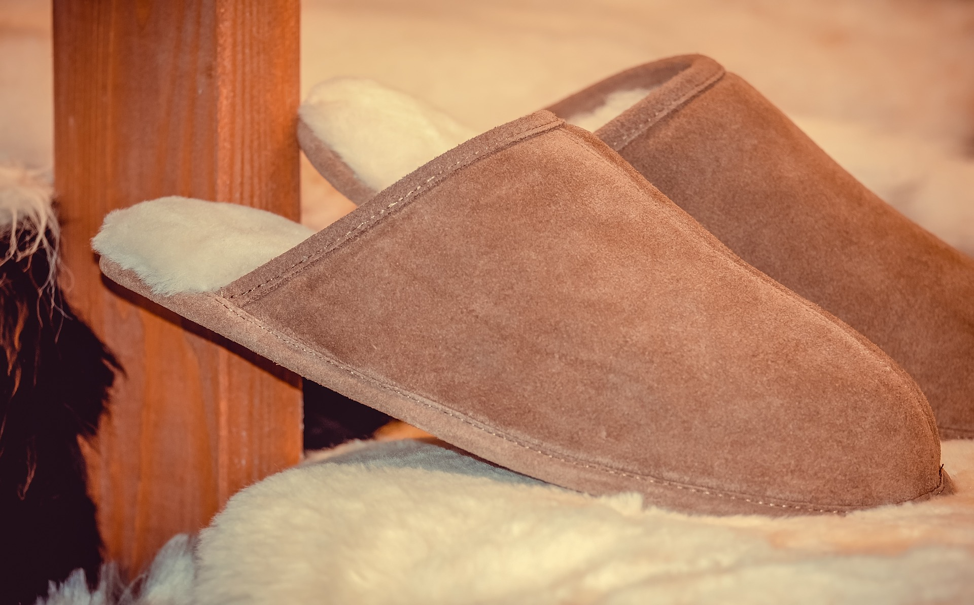 slippers-3836383_1920