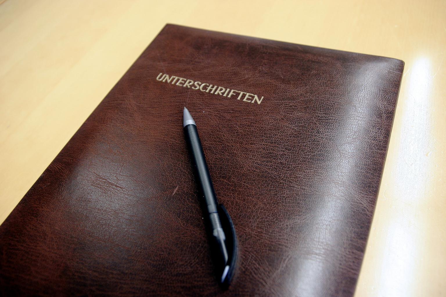 zápisník, kniha, pero